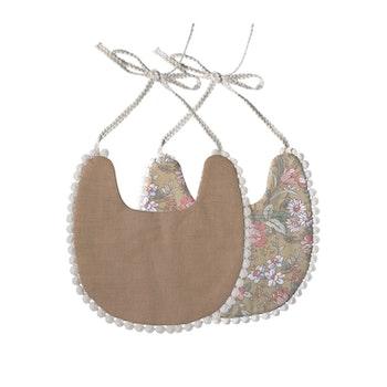 Haklapp / Dregglis  - Blommigt grönt och pepparkaksbrun med pompoms