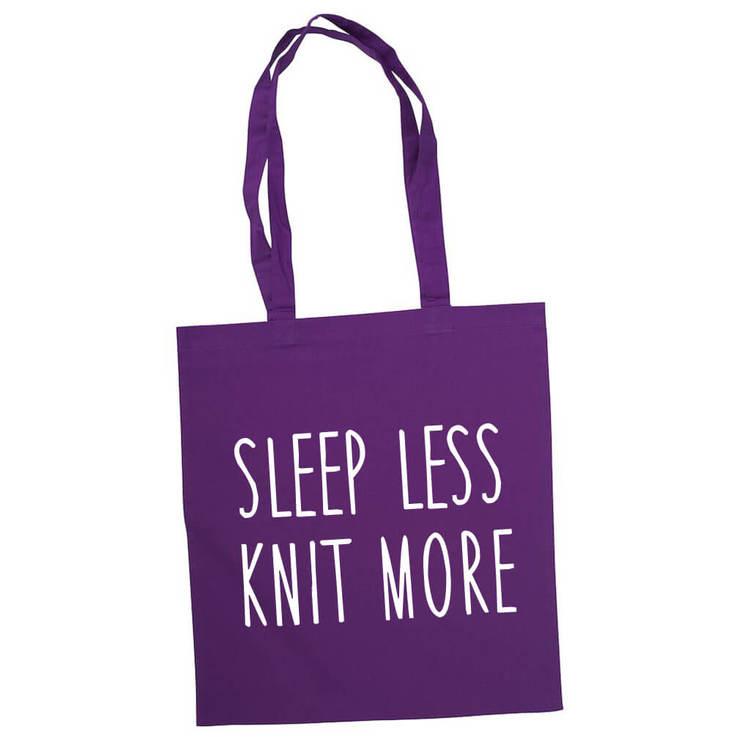 Sleep less knit more bærenett lilla