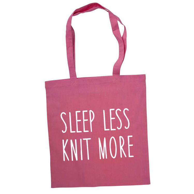 Sleep less knit more bærenett rosa