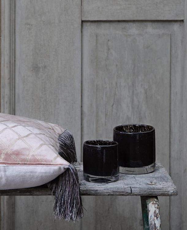 Olsson & Jensen - Kudde i varm rosa och silkesfransar
