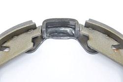 Stoppklack för handbromsbackar S60, V70N, S80, XC70, XC90