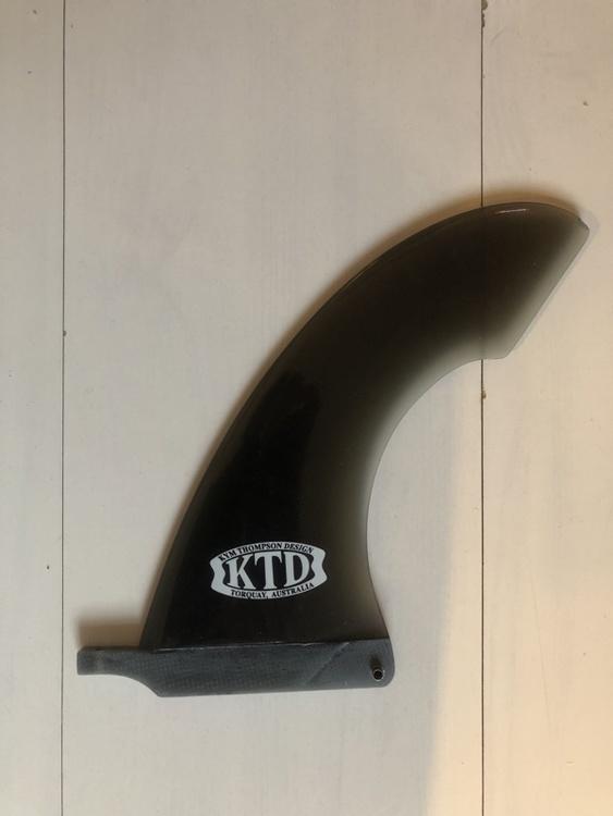 Longboard finne Kym Thompson Design 7.5` Cutaway