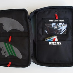 IS SURFERS LARGE TOOLKIT BAG