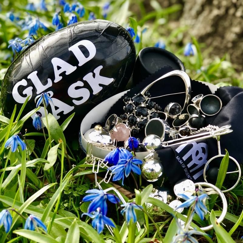 GLAD PÅSK - HAPPY EASTER