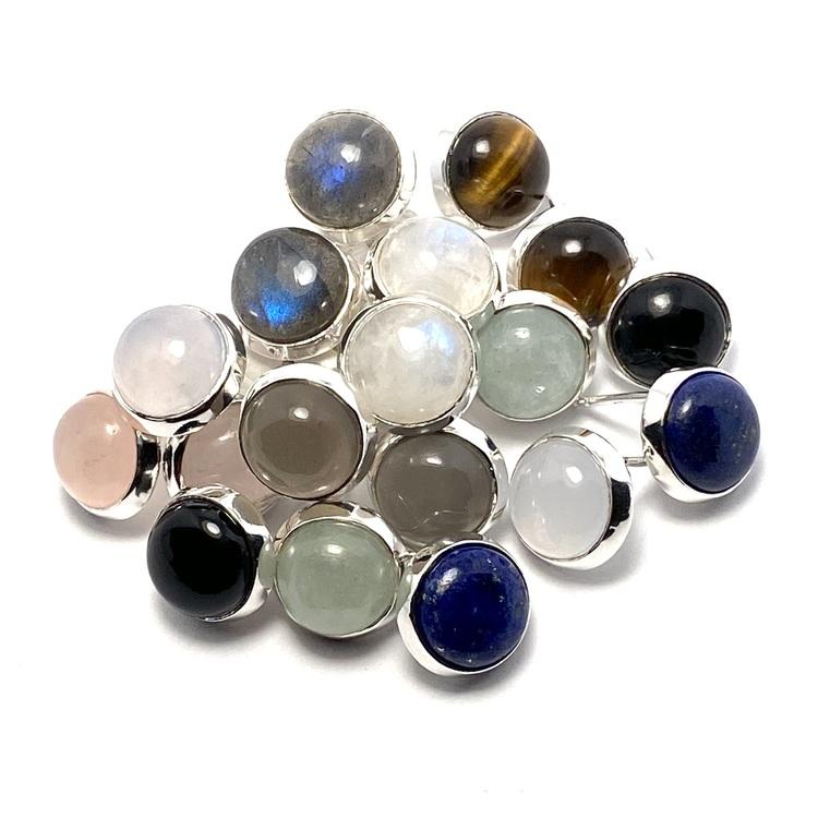 Silverörhängen med naturliga stenar. Silver earrings with natural stones.