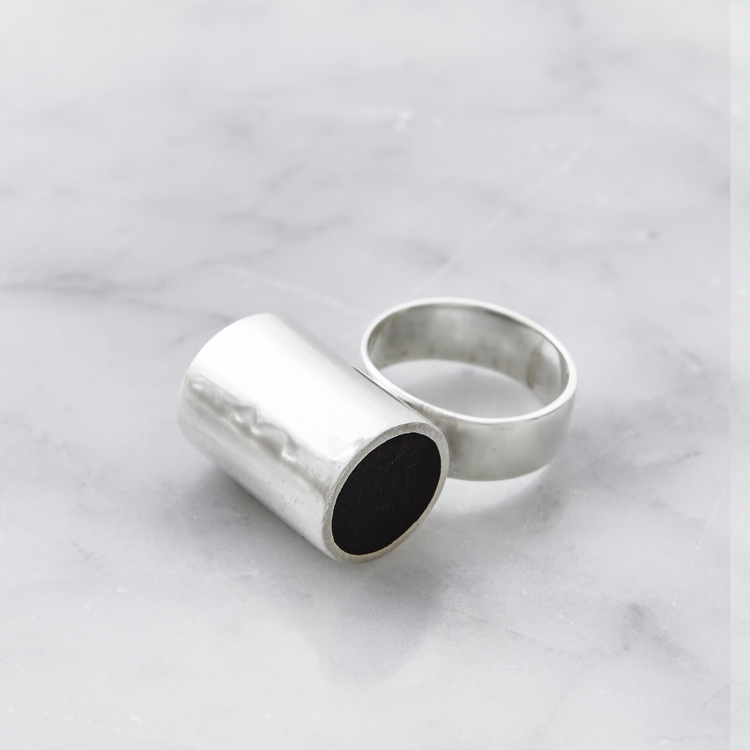 stor silverring med mattslipad onyx. Big silver ring with mat polished onyx