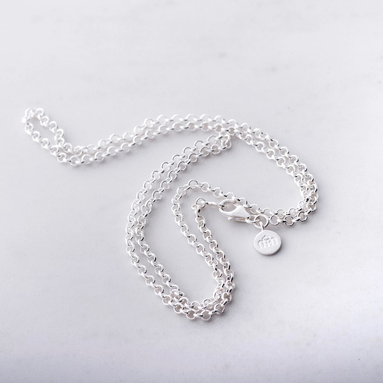 lång silverkedja. long silver chain