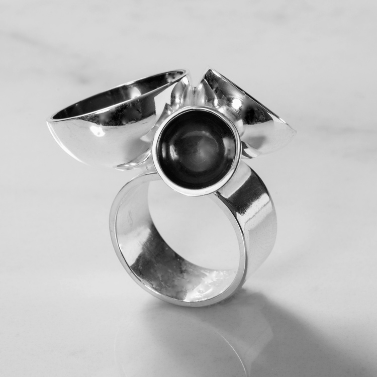 Stor oxiderad silverring . Big oxidised silver ring