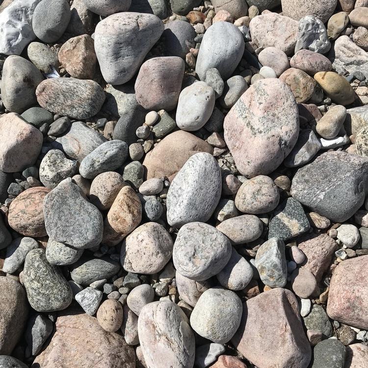 stenar på en strand. stones on a beach.