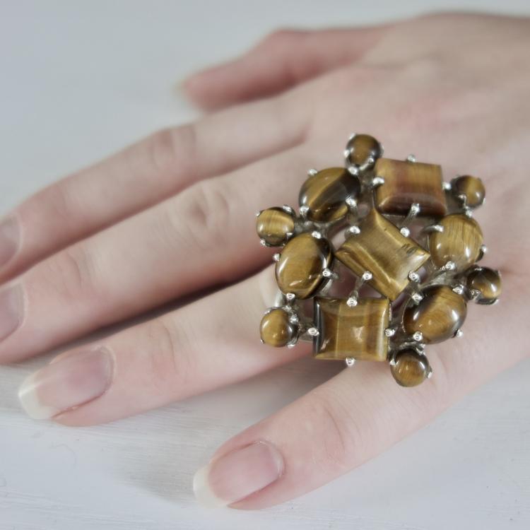 stor silverring med tigeröga. big silver ring with tiger eye