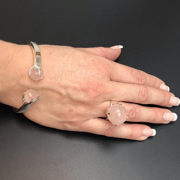 Matchande ring och armband i silver och rosenkvarts. Matching ring and bracelet in silver and rose quartz