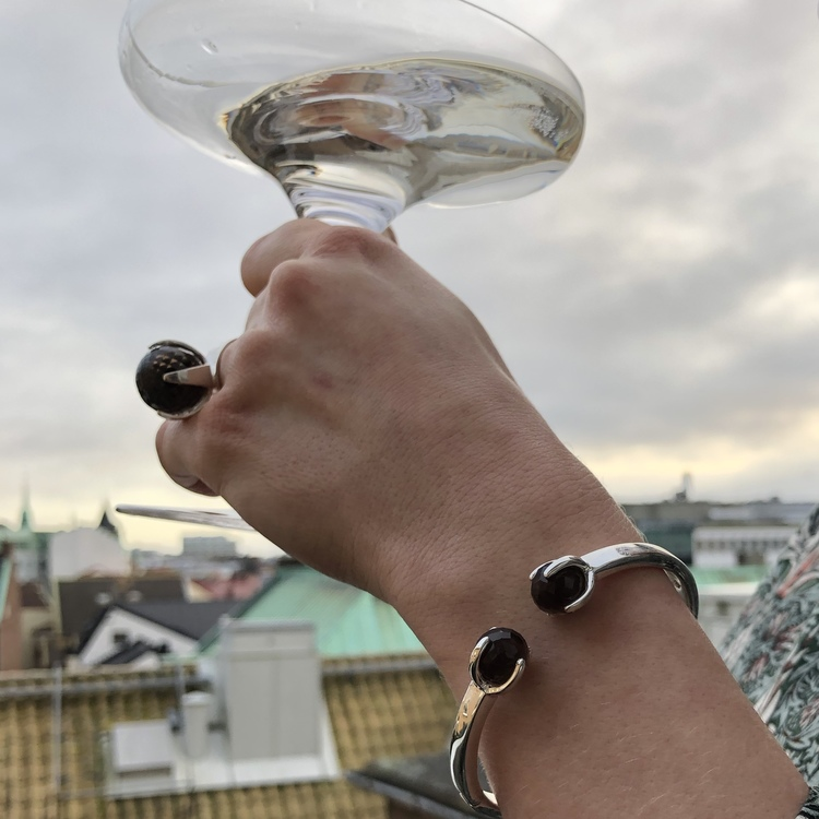 Silverarmband med vacker rökkvarts, matchande silverring. Silver bracelet with beautiful smokey quartz, matching silver ring