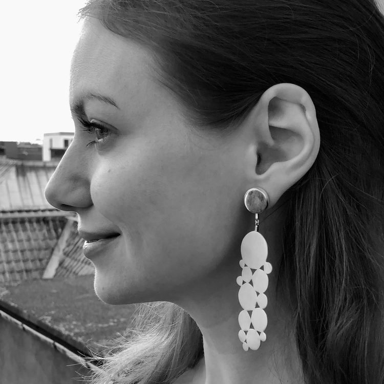 stora silverörhängen. big silver earrings