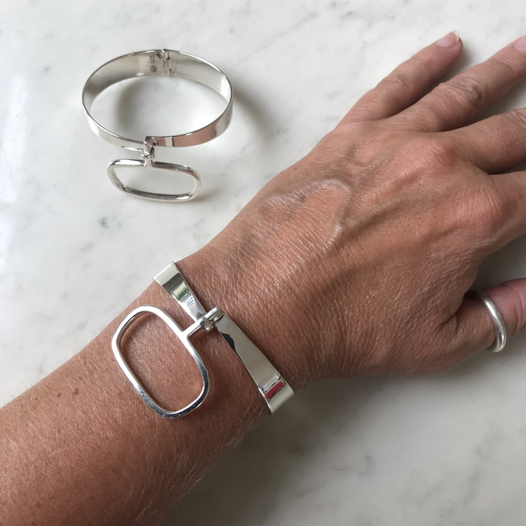 Arm med Silverarmband, 60-talslook. Arm with Silver bracelet, 60's look
