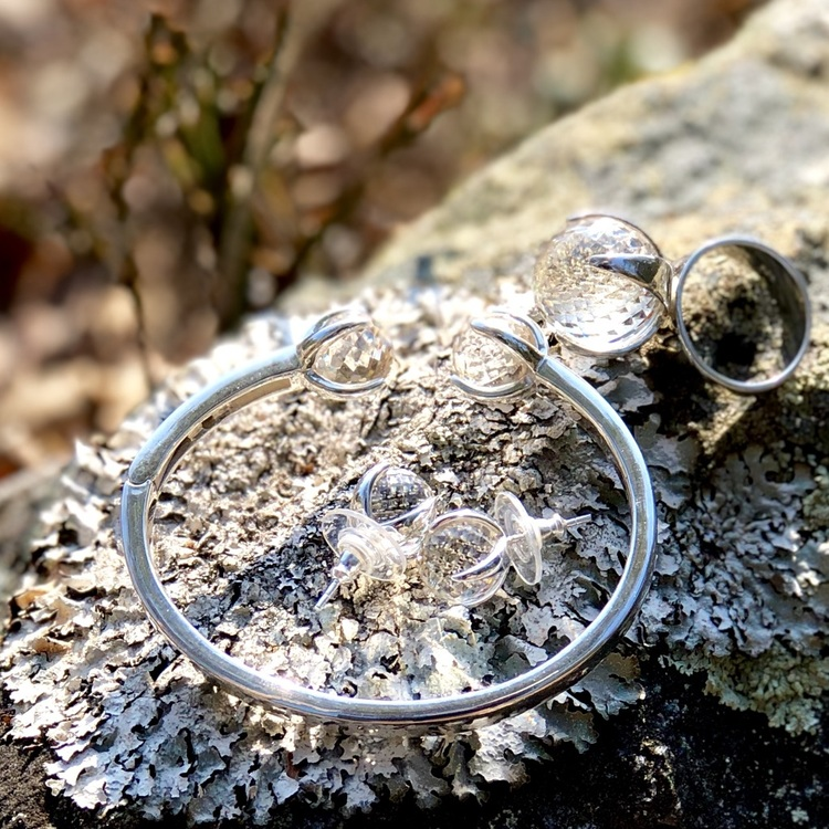 Smyckes-set i silver med bergskristall. Jewellery set in silver with crystal quartz.