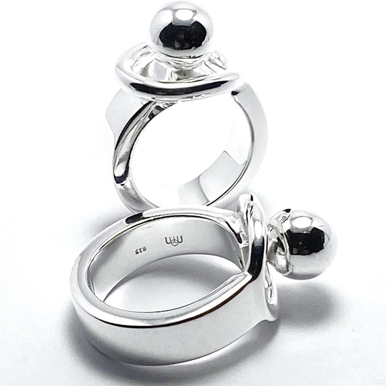 silverring med silverkula. silver ring with silver globe