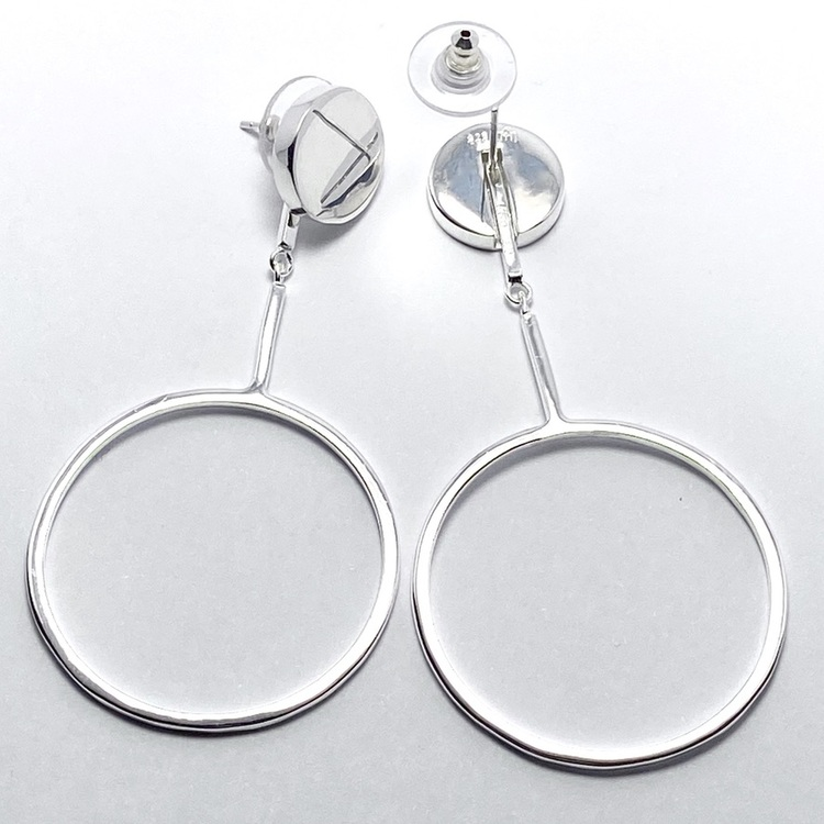 smarta silverörhängen där man kan hänga på ett hänge. smart silver earrings and you can add a pendant