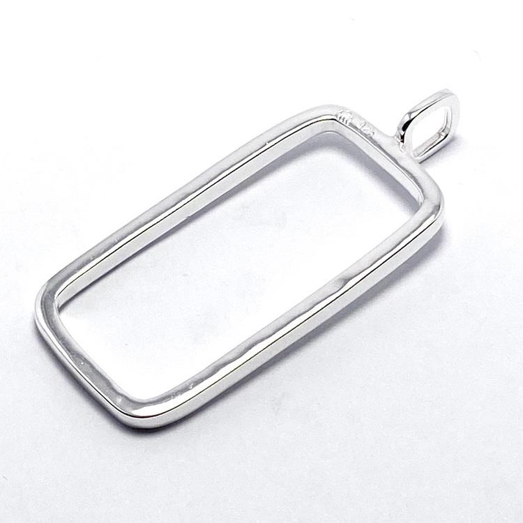 Rektangulärt silverhänge. Rectangular silver pendant