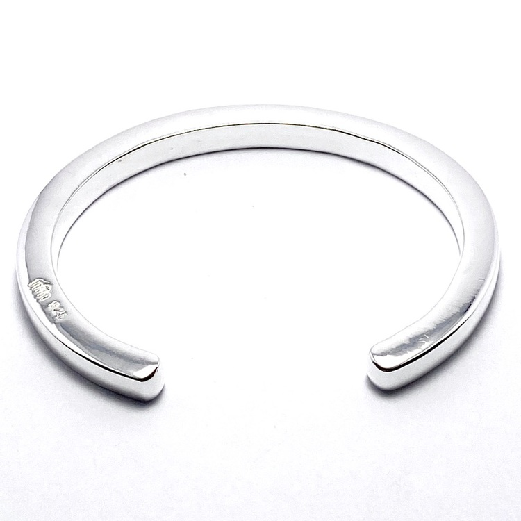 slätt enkelt och massivt silverarmband. massive silver bracelet