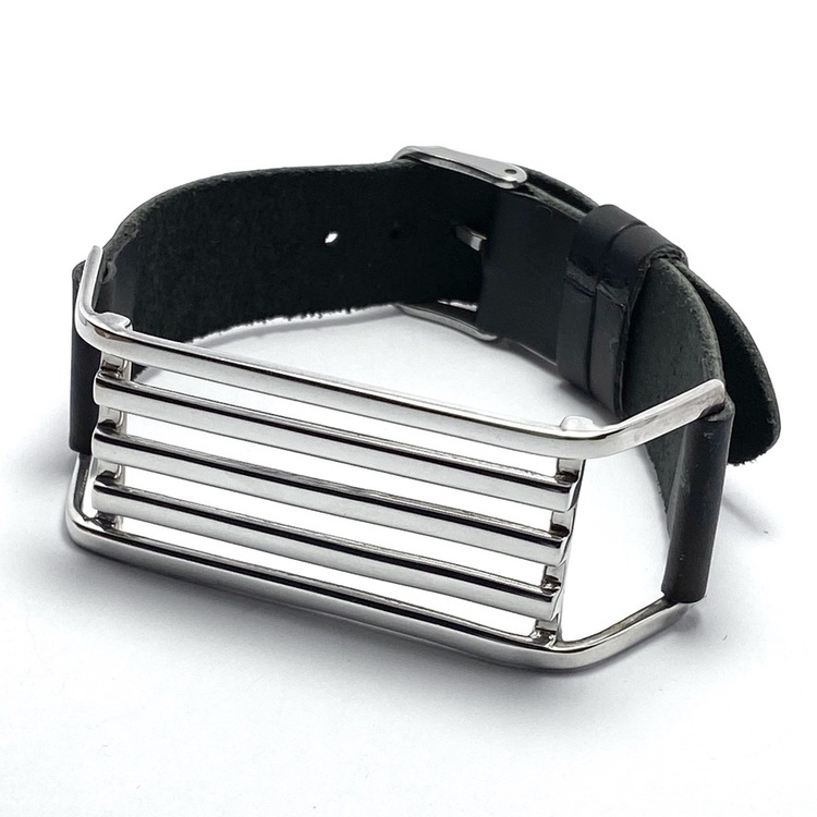 silverarmband med svart läder. silver bracelet with black leather.