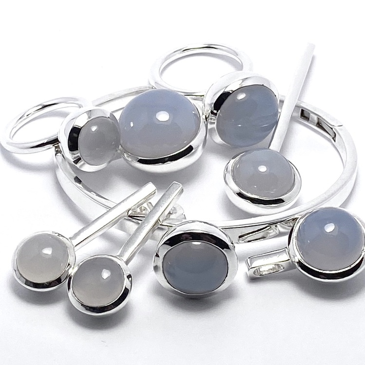 Smyckes-set i silver med kalcedon. Jewellery set in silver with chalcedony.