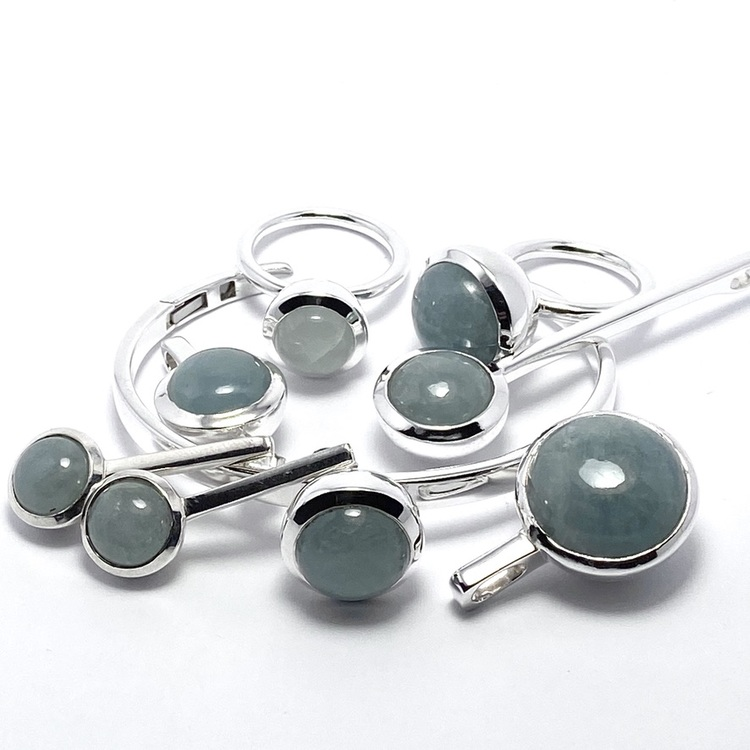 Smyckes-set i silver med akvamarin. Jewellery set in silver with aquamarine.