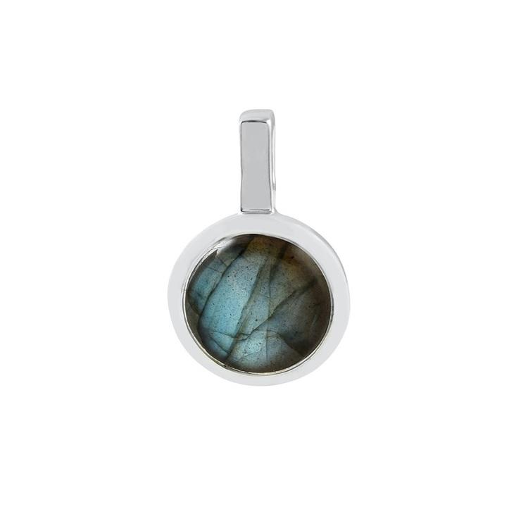 Hängsmycke i silver med labradorit. Silver pendant with labradorite.