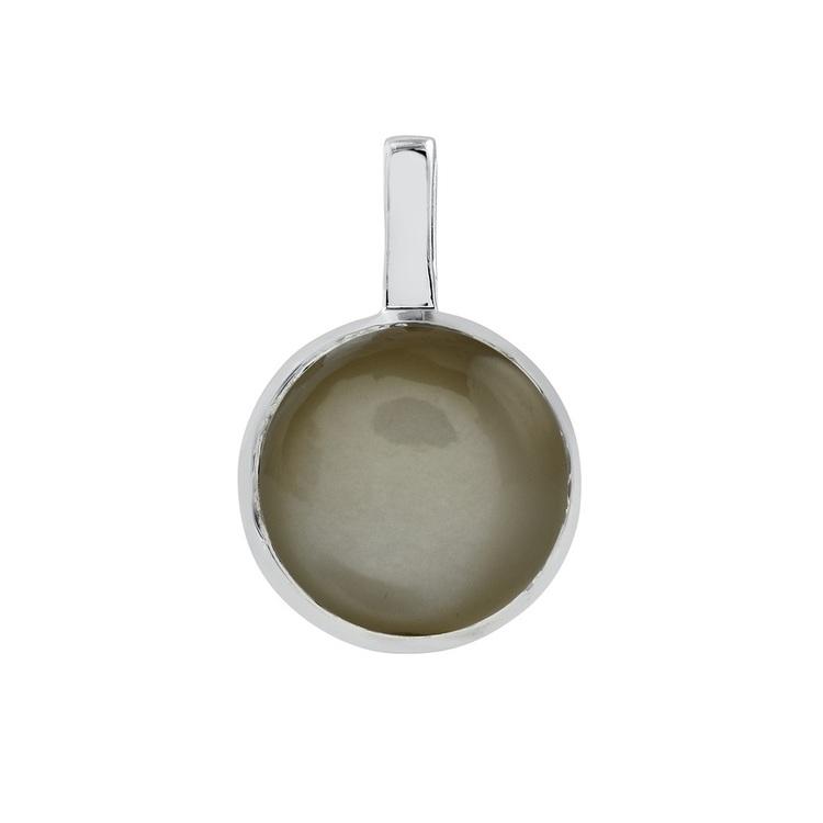 Hängsmycke i silver med grå månsten. Silver pendant with grey moonstone.