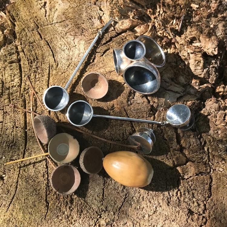 stora silverörhängen med oxiderade silverkupor och matchande ring. big Silver earrings with oxidised silver cups and matching big ring.