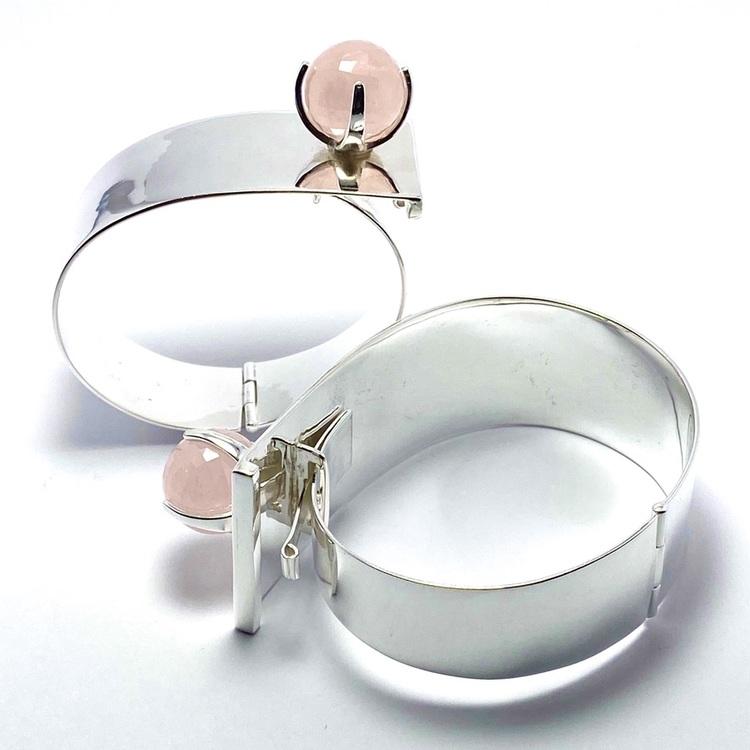 Silverarmband med rosenkvarts. Silver bracelets with rose quartz.