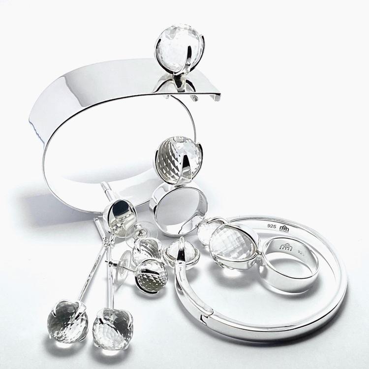 Armband, silverringar och örhängen i silver med bergskristall. Bracelet, silverrings and earrings in silver with crystal quartz.