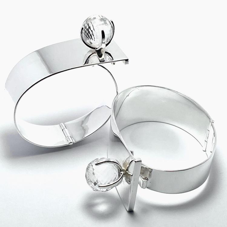 Stora silverarmband med bergskristall. Big silver bracelets with crystal quartz.