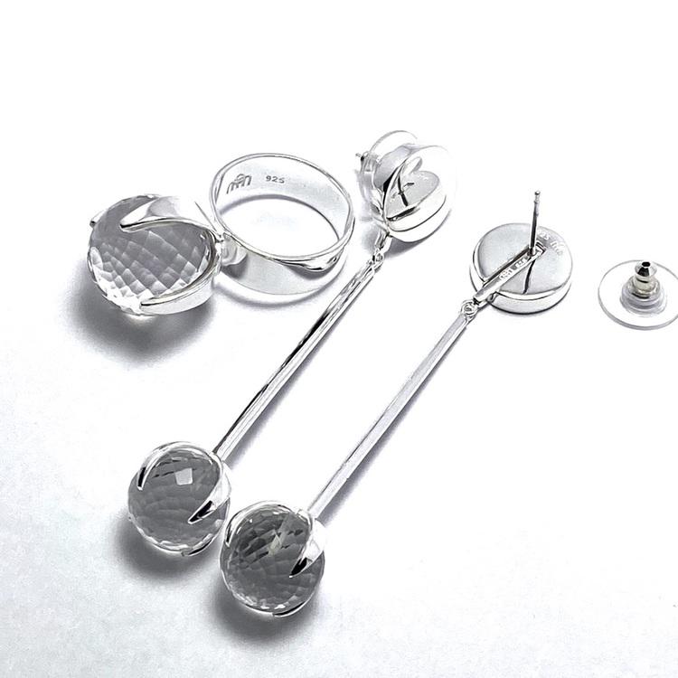 Silverhängen till örhängen med bergskristall och matchande ring. Silver pendant for earrings and matching ring with crystal quartz