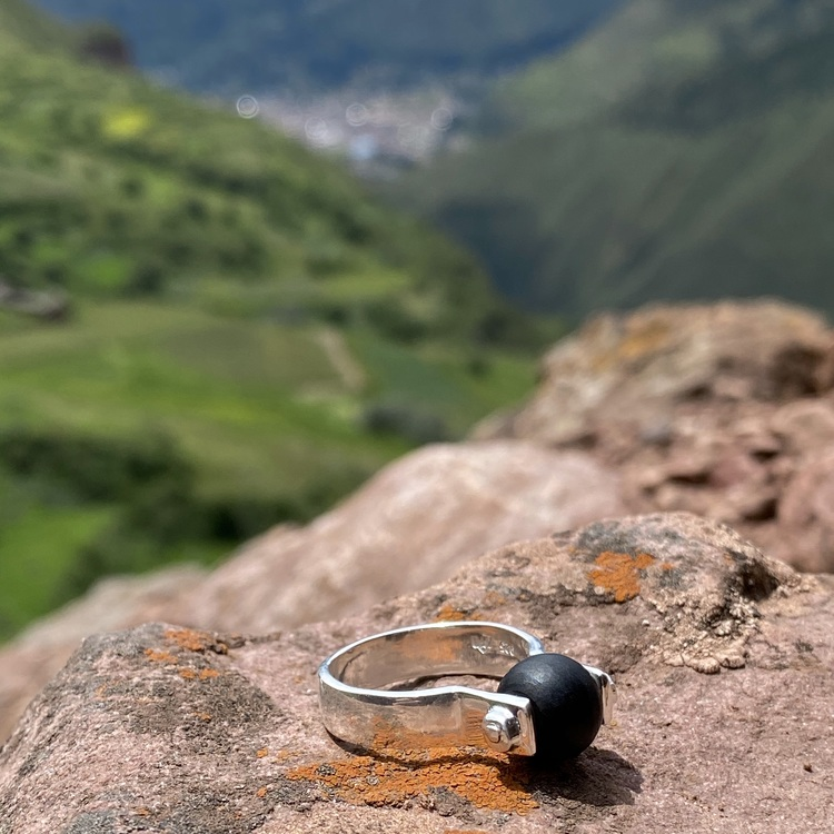 Svart silverring med svart onyx. Silver ring with black onyx.