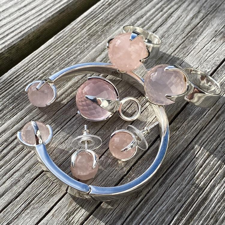 Matchande silversmycken med rosenkvarts. Matching silver jewellery with rose quartz