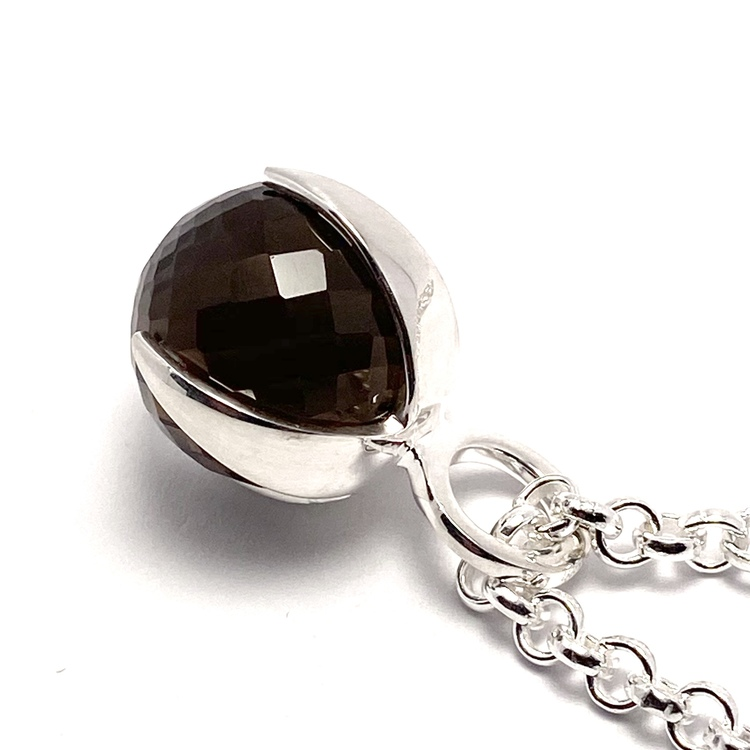 Silver-hänge med rökkvarts. Silver pendant with smokey quartz