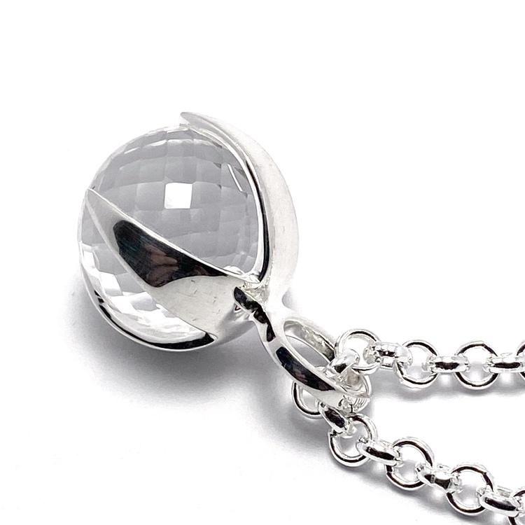 Silverhänge med bergskristall. Silver pendant with crystal quartz