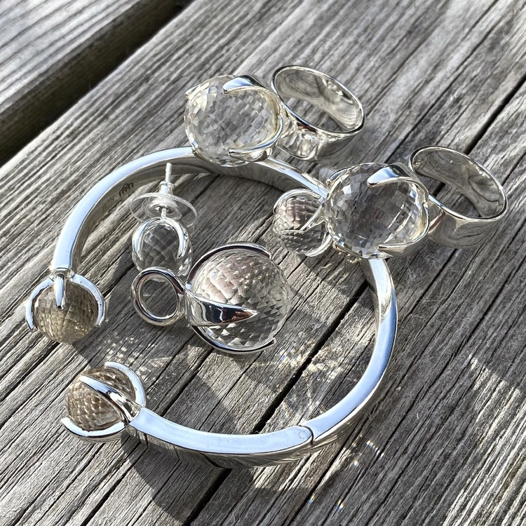 Matchande silversmycken med bergskristall. Matching silver jewellery with crystal quartz