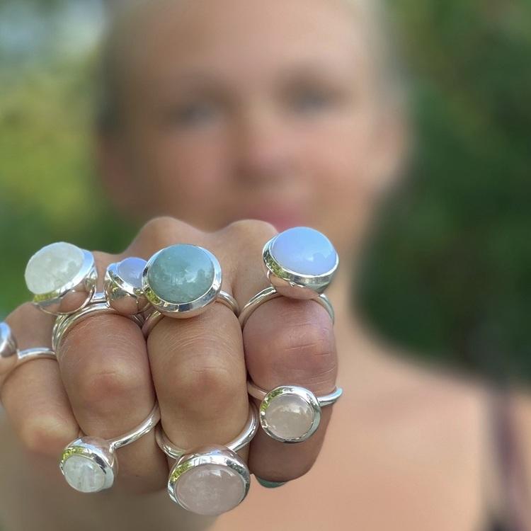 Silverringar med naturliga stenar. Silver rings with natural stones.
