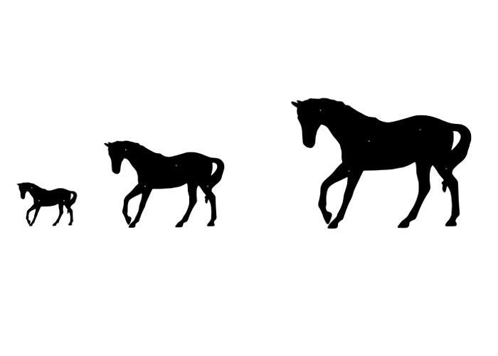 Siluett av en häst i tre olika storlekar.