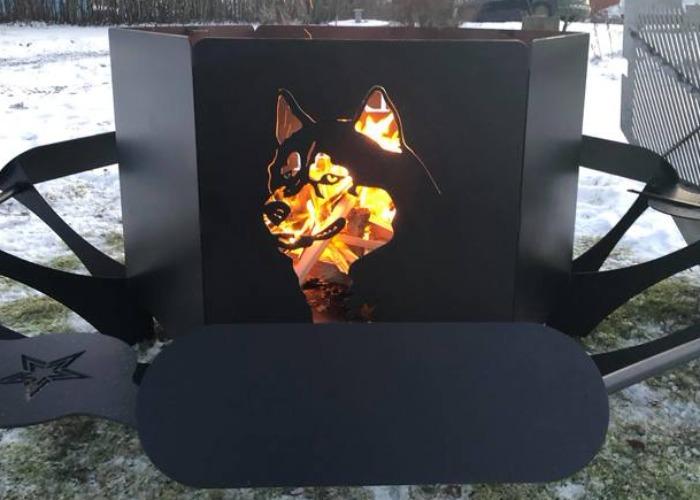 Eldstad / Eldkorg med personligt motiv av en hund.