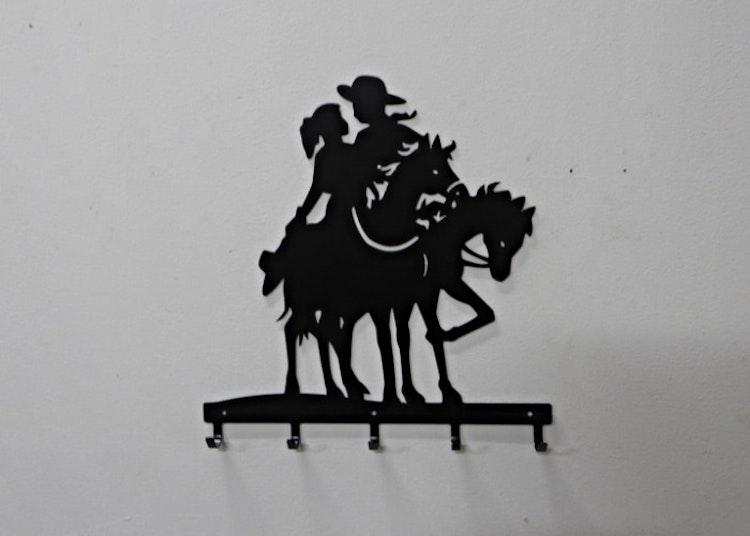 Klädhängare eller handdukshängare med western motiv.