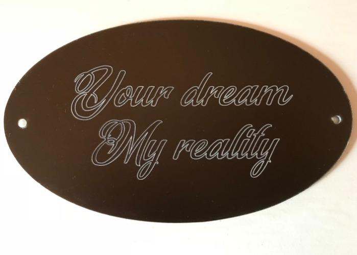 Graverad skylt i aluminium med texten your dream, my reality.