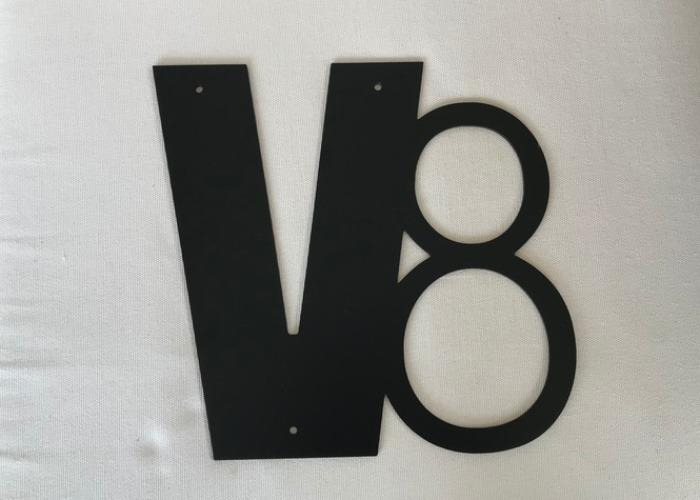 V8-skylt.