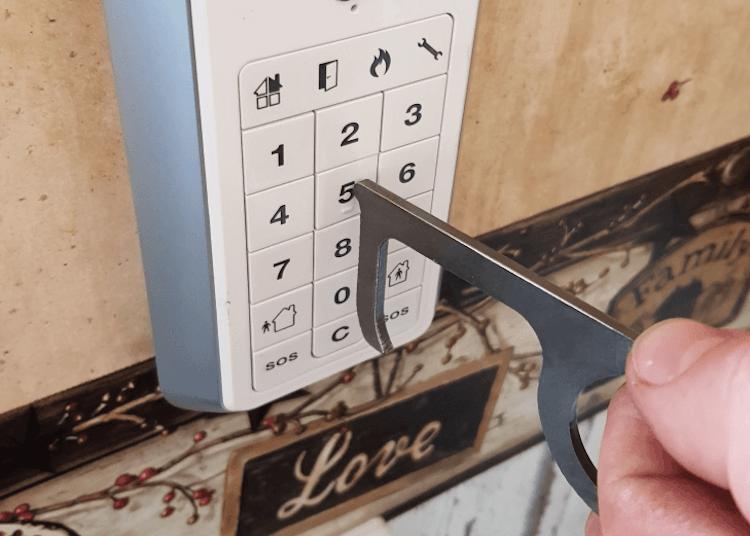 Cleankey som trycker på knappar.