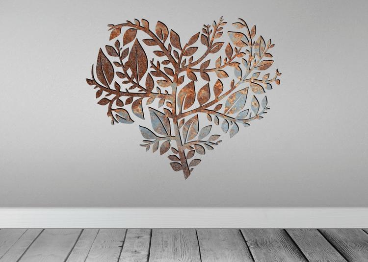 Snygg väggdekor i form av ett hjärta av löv.