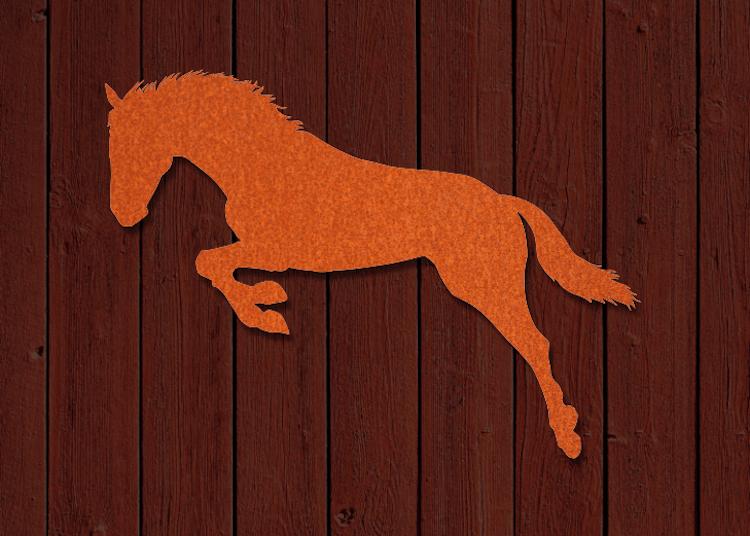 Fasaddekor av hoppande häst i cortenstål.