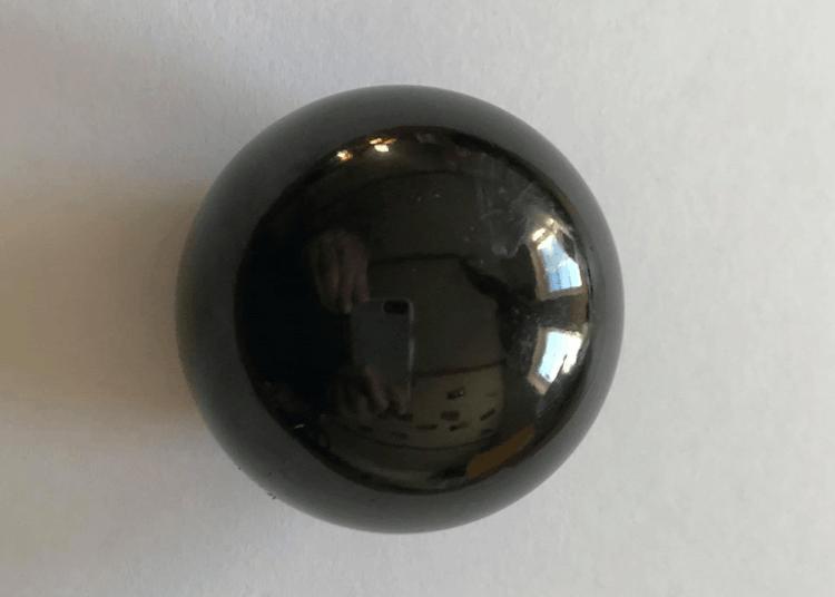 Rund knopp i solid plast, lämplig att använda som växelspaksknopp, diameter 40mm.