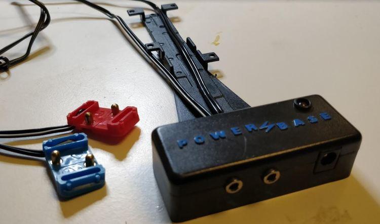 Scalextric Classic -  Terminal/PowerBase för fyrspårig bana inkl kabel och kontakter för spår 3-4