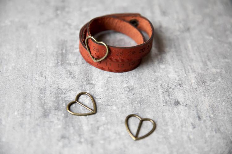 Måttarmband i vegetabiliskt garvat läder